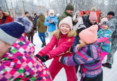 «Выходи гулять», первый фестиваль 2021 года, прошёл в Сестрорецком парке